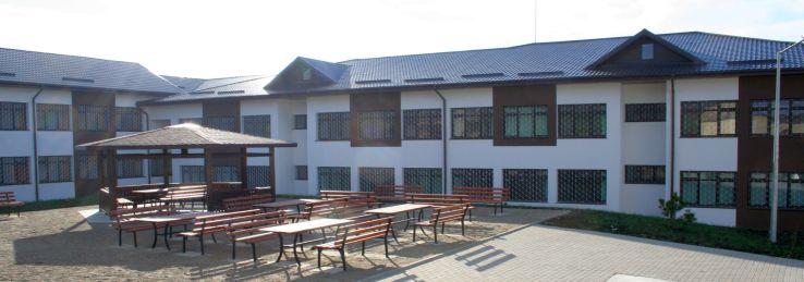 5_Liceul_Tehnologic_Special_curte_interioara.jpg